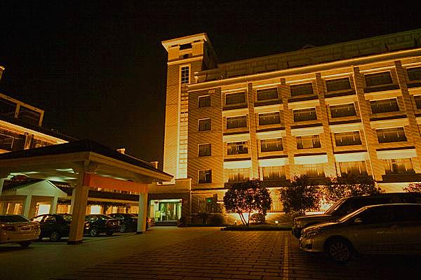 句容市锦隆宝华山花园酒店